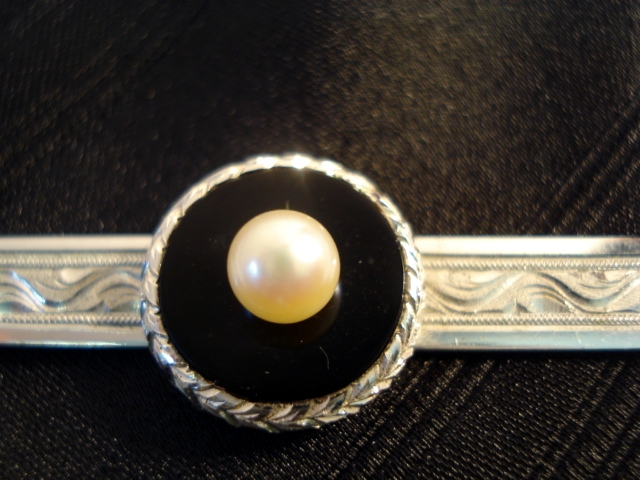 f27aa20f1bde VINTAGE STERLING SILVER AND CULTURED PEARL TIE CLASP sold